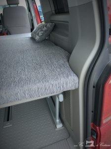 Detalle del corte en curva en el colchón para VW T6